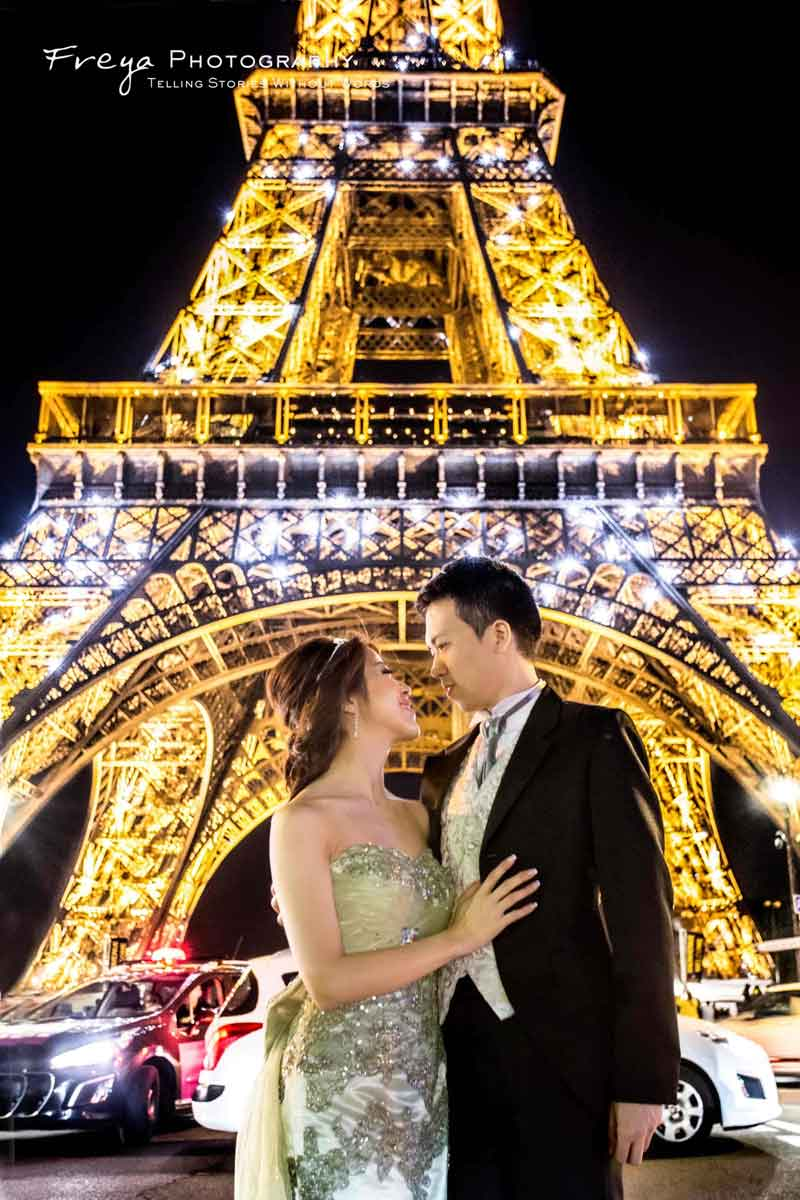 Eiffel Tower pre-wedding photos